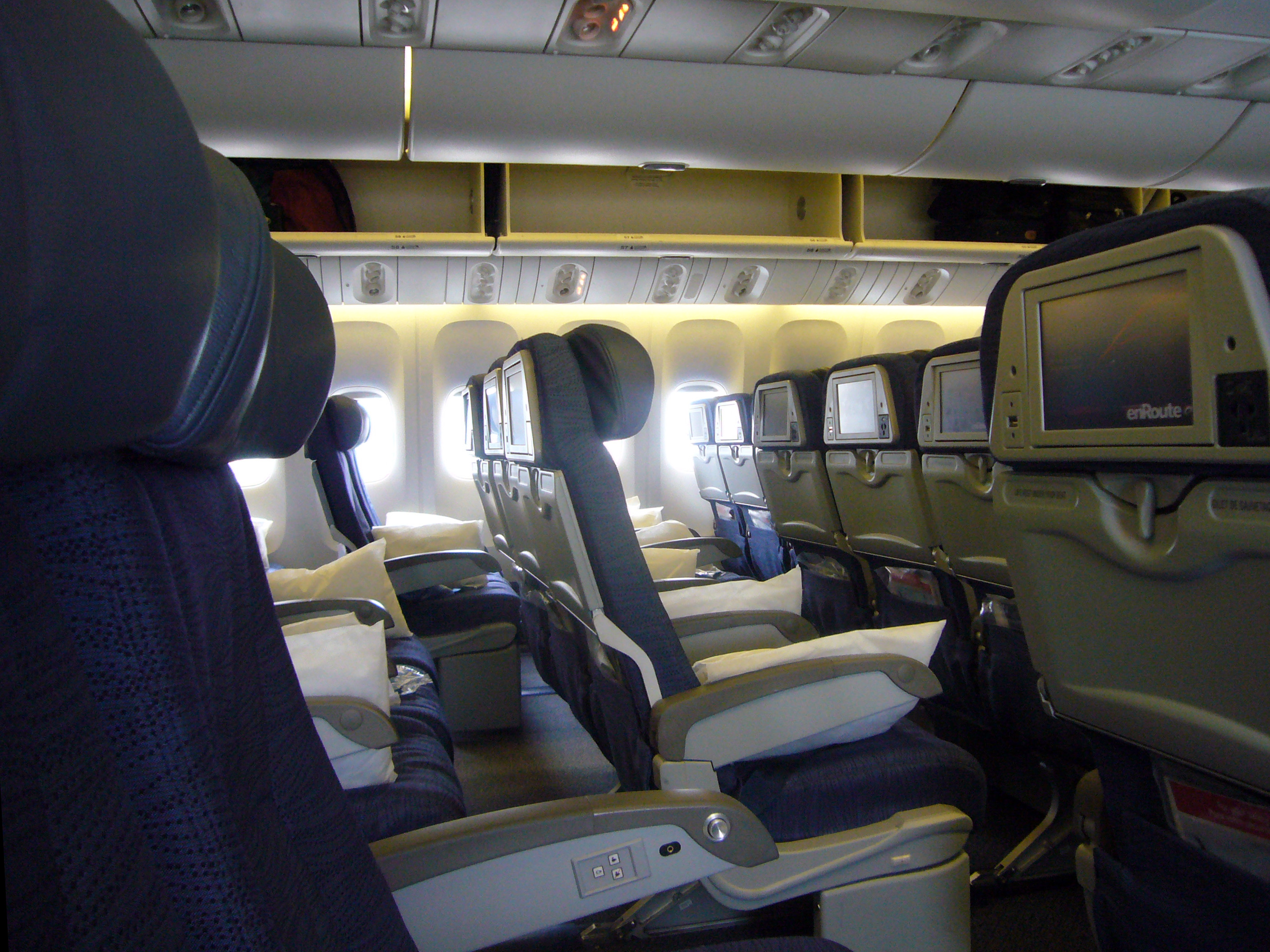Air canada m a pris sous son aile les formidables for Interieur d avion